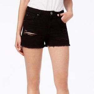 • distressed black denim shorts •